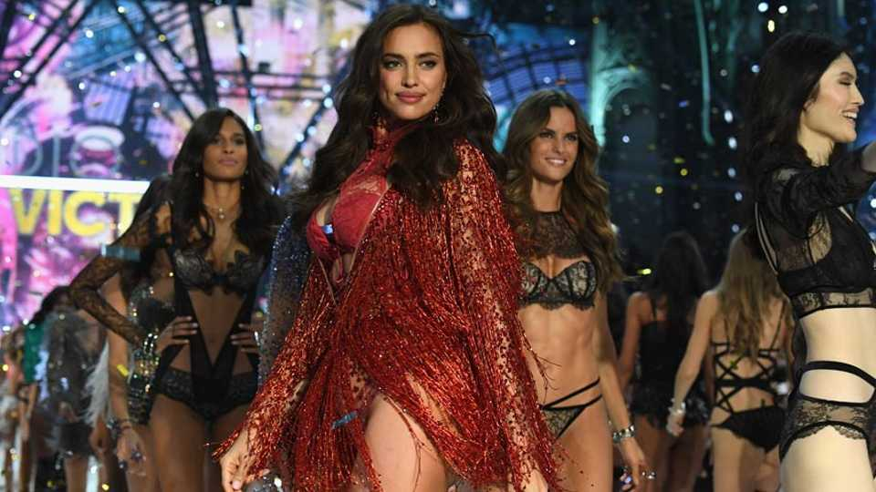 8c4b7b030a Did Irina Shayk Just Debut Her Baby Bump At The Victoria s Secret Show