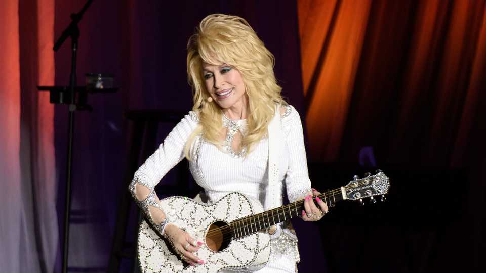 Dolly Parton Has Signed Up To Read A Cbeebies Bedtime Story Grazia