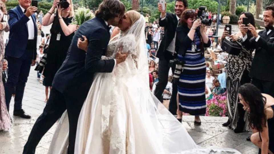 This Victoria\'s Secret Model\'s 2-in-1 Wedding Dress Is Giving Us ...