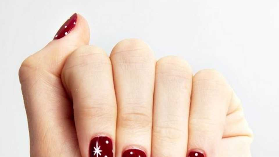 The Best Christmas Nails Designs Ideas How To Get The Look