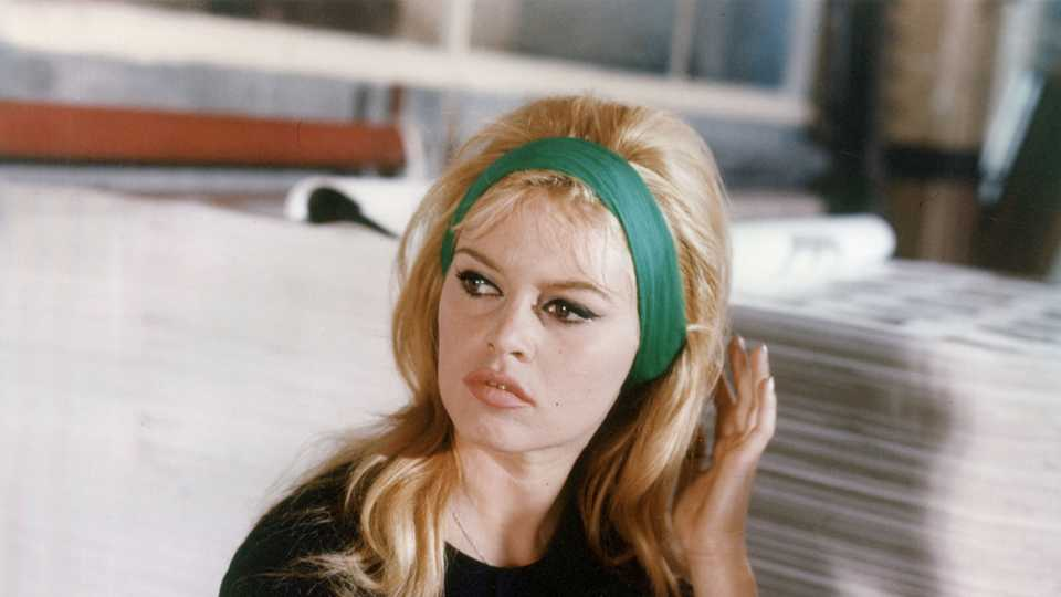 7 Iconic '60s Makeup Looks You Could Totally Wear Today