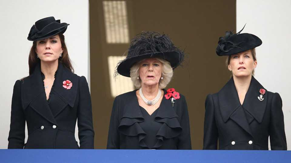 The Royal Family Attend London's Remembrance Day Parade ...