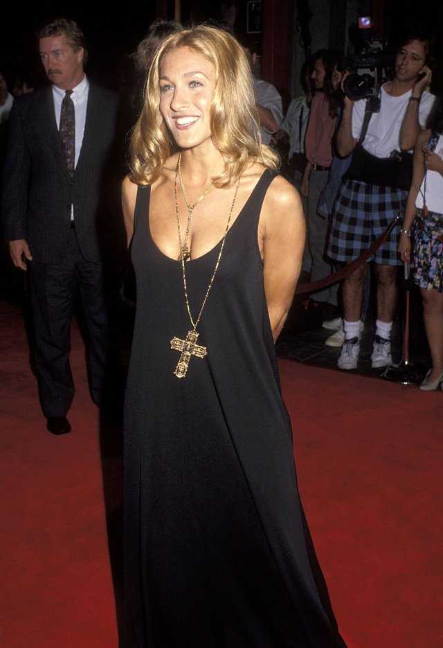 Sarah Jessica Parker's 90s Red Carpet Looks Were Abso-F