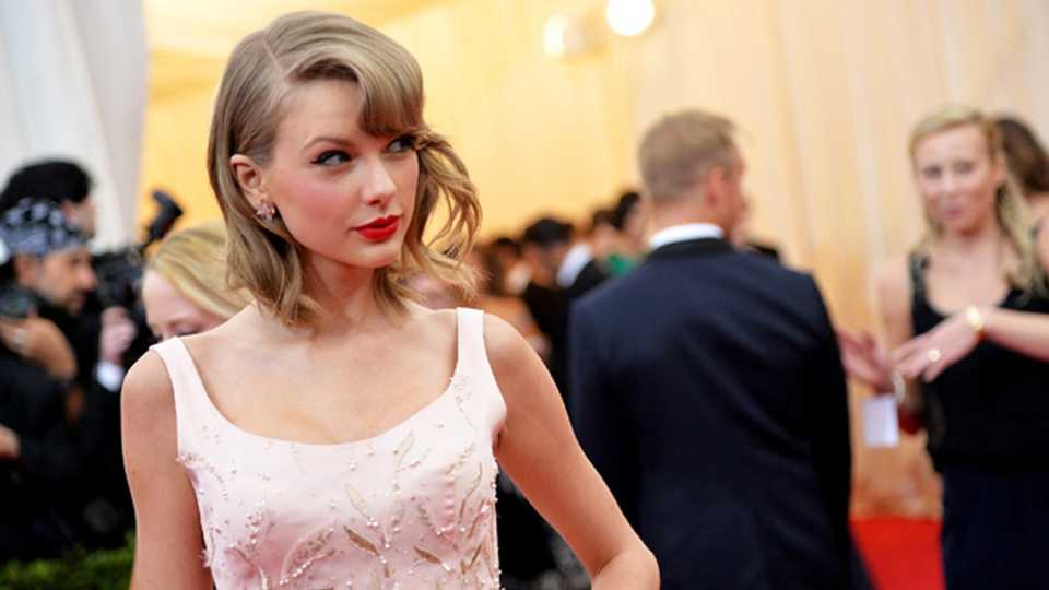 The 6 Style Secrets We Learned From Taylor Swift's Wardrobe