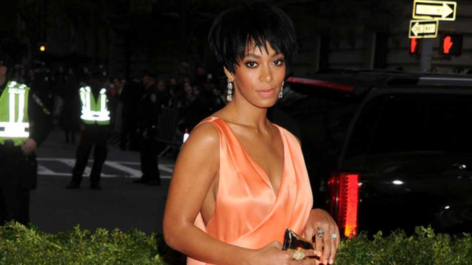 A Video Has Emerged Of Solange Apparently Attacking Jay Z In A Lift