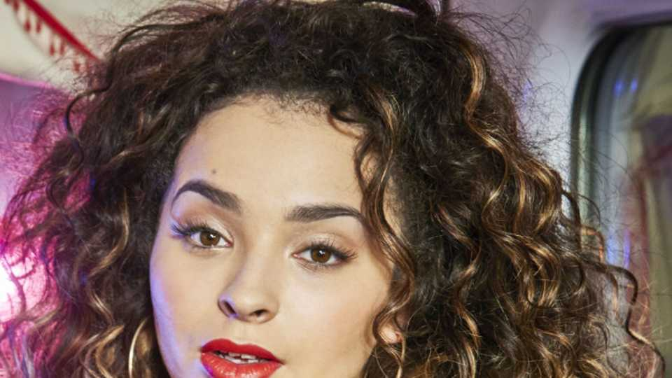 Ella Eyre's Tips For Taking Care Of Curly Hair