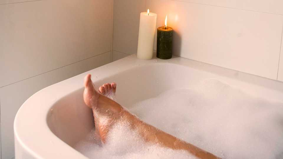 9 Bubble Baths To Buy So You Can Take Advantage Of Your Mum\'s Clean ...
