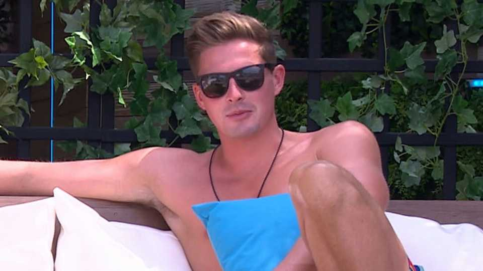 Love Island: Alex's Privilege Is Beginning to Show, And It's Not Pretty