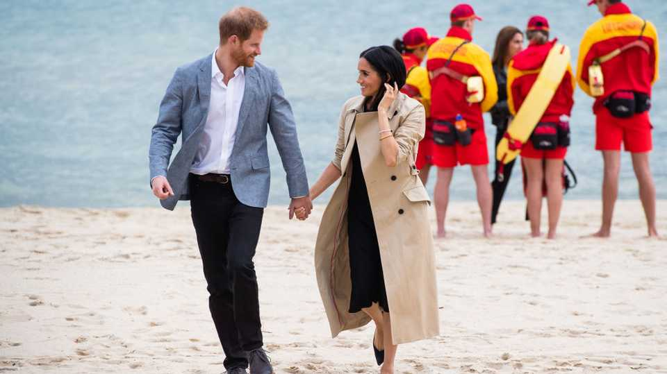 meghan markle just made it okay to wear a trench coat on the beach